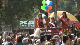 Desfile oficial de apresentação da Rainha das Rosas